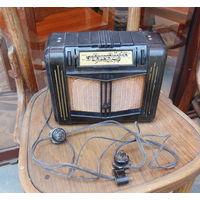 """Радио """"НОВЬ"""" с родными шнурами и вилками в карболитовом корпусе."""