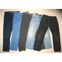 Брюки и джинсы, рост 128 и 122, в отличном состоянии (по 10 р.):  1) Брюки H&M темно-синие, рост 128 (7-8 лет), производство Бангладеш, 100% хлопок, регулировка пояса изнутри. Обмеры: ширина в поясе -