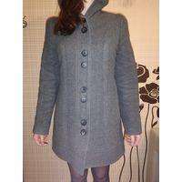 Пальто с капюшоном 42-44 р-р