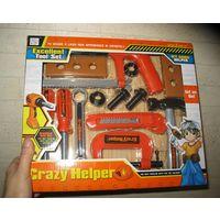 Набор Crazy lttle helper Новый, не вскрывался. Возраст 3+, размер 33х28х6 см, в наборе 13 предметов. В наборе: струбцина, молоток, строительный нож, деревянные плашки на 2 и 3 отверстия, пила, 2 отвер