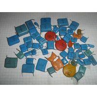 Набор различных конденсаторов