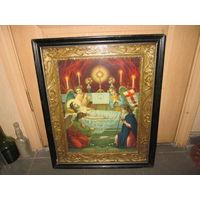 Икона Католическая в киоте.