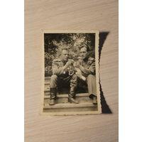 """Фотография """"Боевые товарищи"""", 1945 года, размер 8.5*5.5 см."""