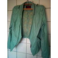 Куртка зеленоватая