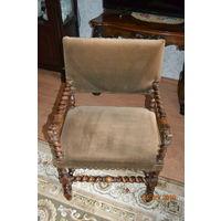 Кресло с витыми ножками