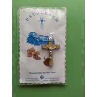 Сувенир из Вифлеема. Крестик с распятием, камни, земля и цветы.