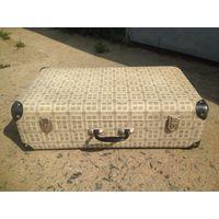 Старый винтажный чемодан