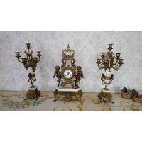 """Прекрасные каминные часы """"Мальчики с гирляндой """", в стиле барокко"""