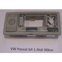 100181 Плафон некомплектный VW Passat b4