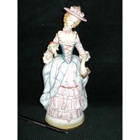 Статуэтка фарфоровая Дама с букетом,26 см