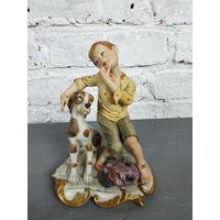 Статуэтка юноша с собакой фарфоровая статуэтка Capodimonte Италия