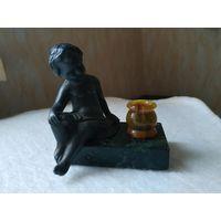 Красивая миниатюрная статуэтка-подсвечник. Франция, первая четверть прошлого века.