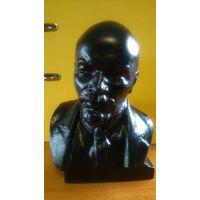 Бюст В.И. Ленин, автор Ю.Г. Нерода