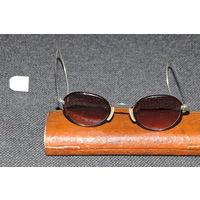 Винтажные очки середины 20-х в родной упаковке и супер сохране.САМОРЕГУЛИРУЮЩИЕ посеребряные дужки.