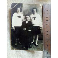Фото Кавалер и две барышни