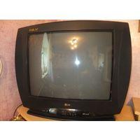 Цветной телевизор LG, отлично работает, давно не пользуемся им, ни разу не был в ремонте. По диагонали 52 см, если мерять сантиметром по диагонали экрана. Отличный телевизор, конечно, не современный,