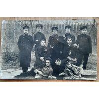 Фото группы молодежи (студенты?). До 1917 г. 9х14 см.