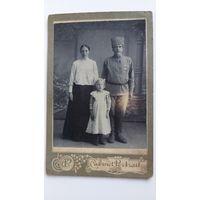 Фото солдата Российской Императорской армии с семьей ( с наградой) большой формат