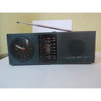 Радиоприемник с часами RC- 87 ГДР