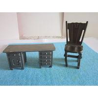 """Фигурки мебели в миниатюре. Статуэтки """"старинные"""" стул и стол одним лотом."""