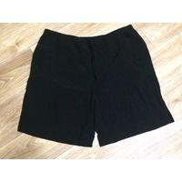 Свободного плана шорты на +-52 размер, черного цвета, из приятной на ощупь легкой ткани. Не просвечиваются. Длина 50 см, ПОталии тянется от 45 до 56 см, бедра тянутся до 61 см. Отличное состояние.  По