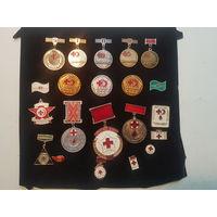 Стартовая коллекция значков по теме красный крест, донор СССР.