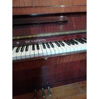 """Пианино """"Беларусь"""", 1982 г., коричневый цвет."""