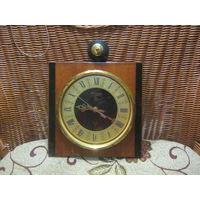 """Настенные часы """"Янтарь"""" со знаком качества"""