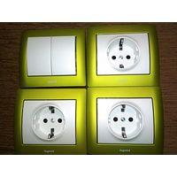 3 розетки + выключатель Legrand Galea Life зеленый металлик