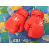 Боксерские перчатки.