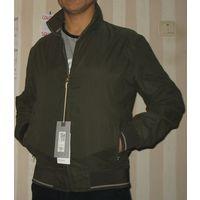Продам куртку мужскую английской фирмы Mark Spenser , привезена с испании, высочайшего качества материал и фарнитура , размер S, ширина под мышками 56 см, длина рукава 66 см, ширина низа куртки 45см,
