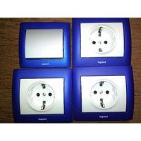 3 розетки + выключатель Legrand Galea Life синий металлик