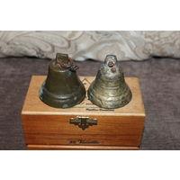 Старые, бронзовые колокольчики, 2 шт., высота 6.5 см., состояние на фото.