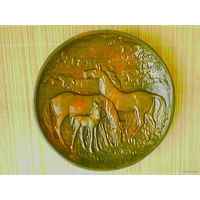 """Тарелка """"Кони"""" (лошади), диаметр 32 см."""
