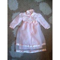 Платье на 6-7 лет на рост 120 см красивое и воздушное, розового цвета. На хлопковой подкладке. Длина 77 см, ПОгруди 34 см (регулируется завязкой), длина рукава 37 см. Шикарное платье, очень понравится