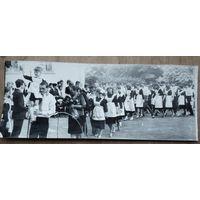"""Фото """"Последнений школьный звонок"""". 1983 г. 9х22.5 см"""