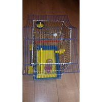 Клетка для птиц с аксессуарами, в ней же можно содержать грызунов.   Размеры клетки : Длина -34 см, Ширина -23 см, Высота- 48 см    В хорошем состоянии, покупалась в зоомагазине.