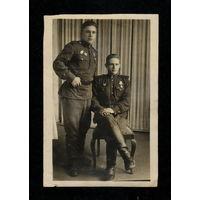 Два боевых товарища (г. Нов. Волынск, 1947 г)