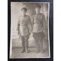 """Фото военное """"Два солдата"""", 1945 г., Вена"""