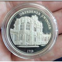 2006  медаль   800 лет Дрездену  диаметр 34 мм серебро 999 DRESDENER ZWINGER