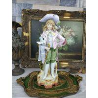 Целая Фарфоровая Статуэтка Придворный Мальчик Пастушок с Голубем Германия Клеймо С Рубля 33см