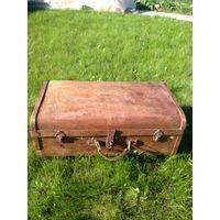 Стары деревянный чемодан