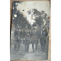 Фото военных с наградами. 1945 г. 8х13 см.