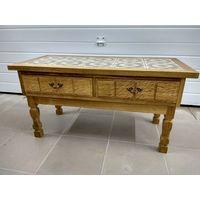 Красивый старинный столик с выдвижными ящиками.Art-0094.