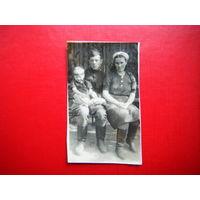 Фото Демобилизованный татарин с семьёй.