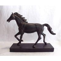 Статуэтка Лошадь Конь Мустанг