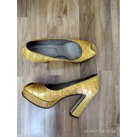 Туфли женские  кожанные на высоком каблуке