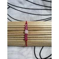 Красный браслет-оберег с розовым бисером