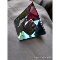 Красивый сувенир.Пирамидка.