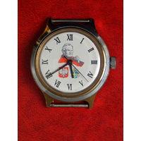 Не частые часы советской эпохи в достойном состоянии, рабочие.